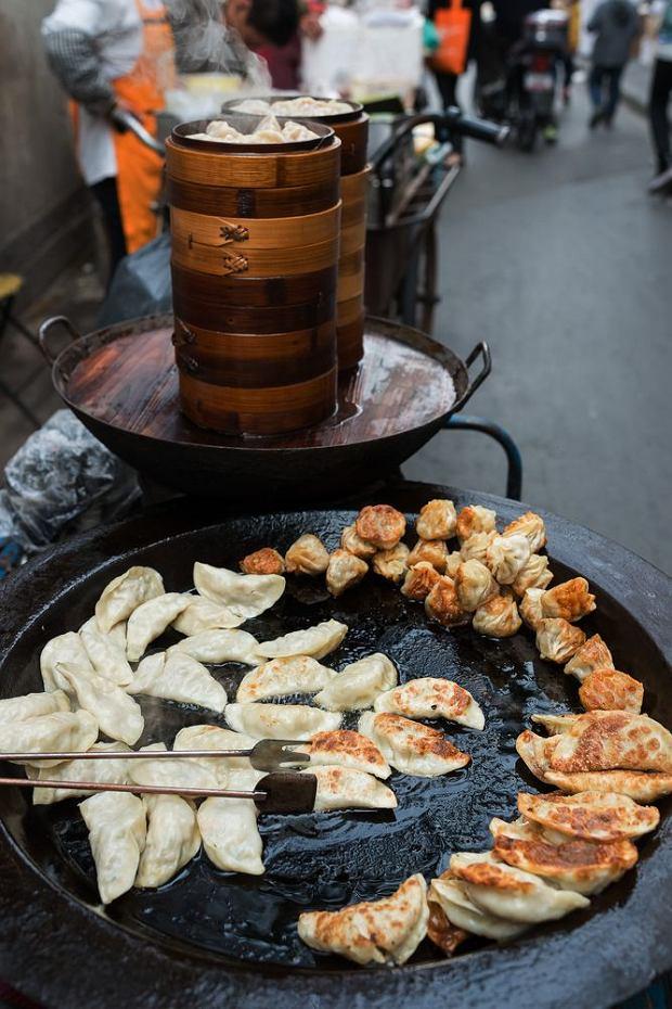 Niezapomniany smak Chin: pierożki smażone na ulicy