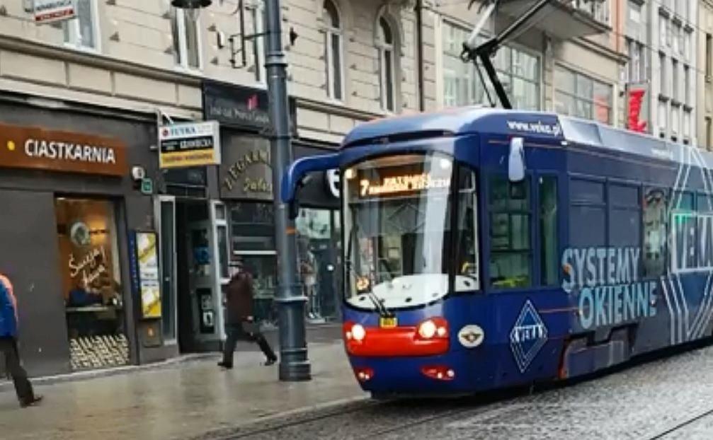 Motornicza wysiadła z tramwaju w trakcie pracy, bo chciała zrobić zakupy