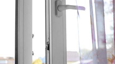 Większość plastikowych okien ma dwa tryby - letni i zimowy
