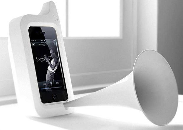 Arkcanary II to plastikowa nakładka na iPhone'a, która przypomina tubę patefonu