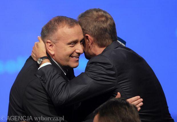 Grzegorz Schetyna (z lewej) i Donald Tusk na konwencji PO