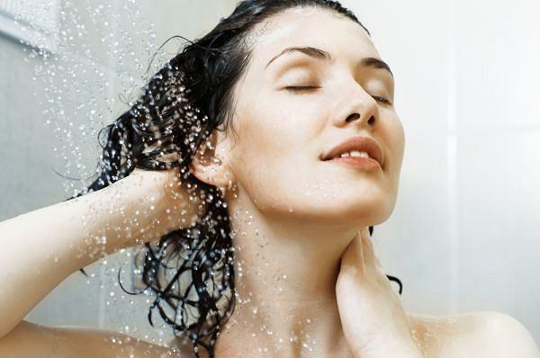 Mycie się może pomóc pozbyć się negatywnych emocji