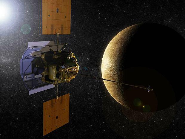 MESSENGER i Merkury - wizualizacja, fot. NASA