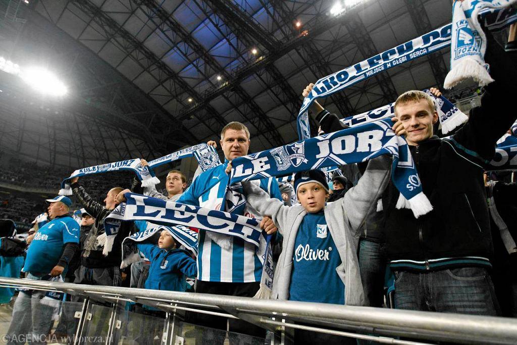 Mecz Lech Poznań - Legia Warszawa. Kibice przy Bułgarskiej