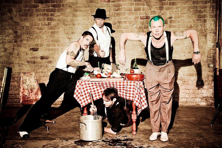 Red Hot Chili Peppers / Photo by Ellen Von Unwerth I'm With You