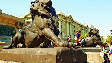 Barcelona. Rambla - brązowe lwy