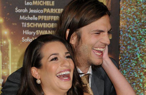 Ashton Kutcher, który za sprawą swoich zdrad gościł ostatnio bardzo często na pierwszych stronach amerykańskich tabloidów, w poniedziałek pojawił się na premierze swojego najnowszego filmu 'Sylwester w Nowym Jorku'. Jak widać na zdjęciach, aktor był po prostu w wyśmienitym humorze. Demi Moore, jego jeszcze aktualna żona, kilka tygodni temu złożyła do sądu pozew o rozwód. Kutcher nie wydaje się tym faktem załamany. Bardzo chętnie i entuzjastycznie pozował do zdjęć z Leą Michele, która partneruje mu w filmie. Na co dzień Lea gra w muzycznym serialu komediowym 'Glee'. Ostatnio rozstała się ze swoim chłopakiem. Aktorzy świetnie czuli się w swoim towarzystwie. Czyżby coś było na rzeczy?