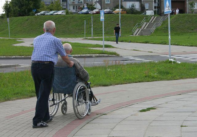 Sprawowanie opieki nad osobą cierpiącą na chorobę Parkinsona niejednokrotnie wymaga stosowania specjalistycznego sprzętu