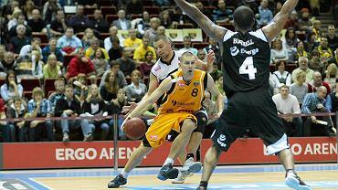 Filip Dylewicz (z piłką)