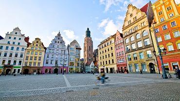 Wrocław, Rynek to serce miasta, które bije całą dobę. Kolorowe, odnowione kamieniczki z knajpkami, restauracjami i ogródkami przyciągają tłumy. Fot. Shutterstock