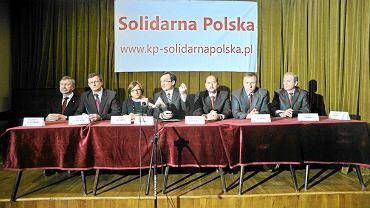 4 grudnia 2011 r. Jarosław. Solidarna Polska ogłasza program partii. Od lewej: Kazimierz Jaworski, Tadeusz Cymański, Beata Kempa, Zbigniew Ziobro, Mieczysław Golba, Jacek Kurski i Kazimierz Ziobro