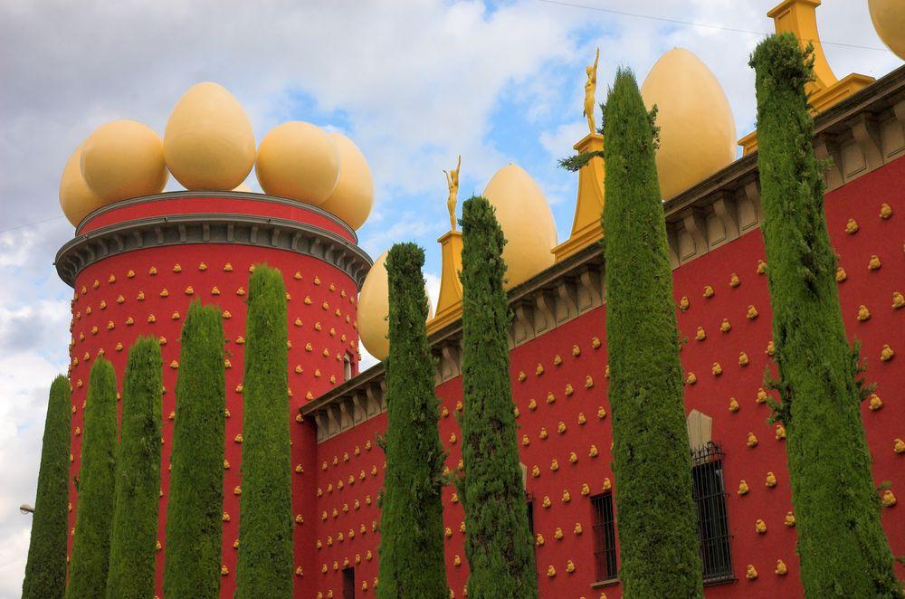Jajka w Figueres, autor: Salvador Dali. Costa Brava, Hiszpania / Shutterstock