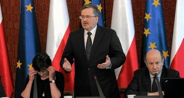 Bronisław Komorowski podczas debaty w Belwederze nad rządowym projektem OFE, marzec 2011