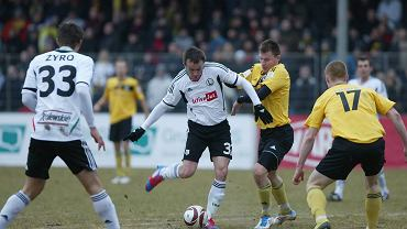 Gryf Wejherowo (żółte koszulki) kontra Legia Warszawa w meczu 1/4 finału Pucharu Polski