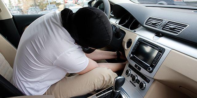 """Po Polsce jeżdżą """"sklonowane"""" auta. Przestępcy wywożą je z kraju metodą """"na bliźniaka"""""""