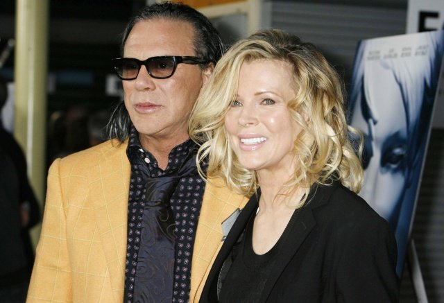 """Mickey Rourke (L) and Kim Basinger, stars of the film """"The Informers"""", pose at the film's premiere in Hollywood, California April 16, 2009. REUTERS/Fred Prouser           (UNITED STATES ENTERTAINMENT)"""