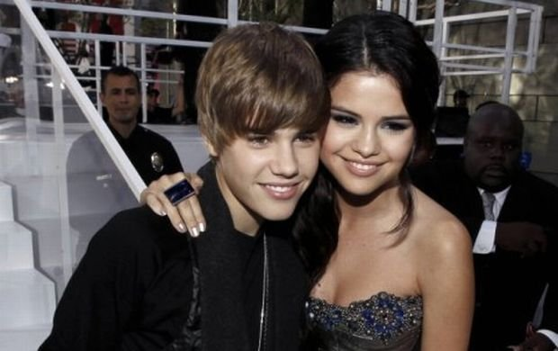 Justin Bieber, left, and Selena Gomez arrive at the MTV Video Music Awards on Sunday, Sept. 12, 2010 in Los Angeles. (AP Photo/Matt Sayles)