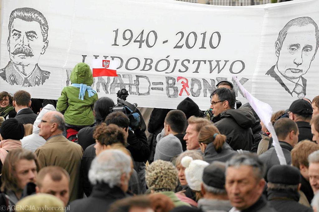 Krakowskie Przedmieście, obchody 1. rocznicy katastrofy smoleńskiej organizowane przez PiS, 10 kwietnia 2011