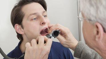 Nawracające bóle gardła najlepiej wyjaśnić z laryngologiem,