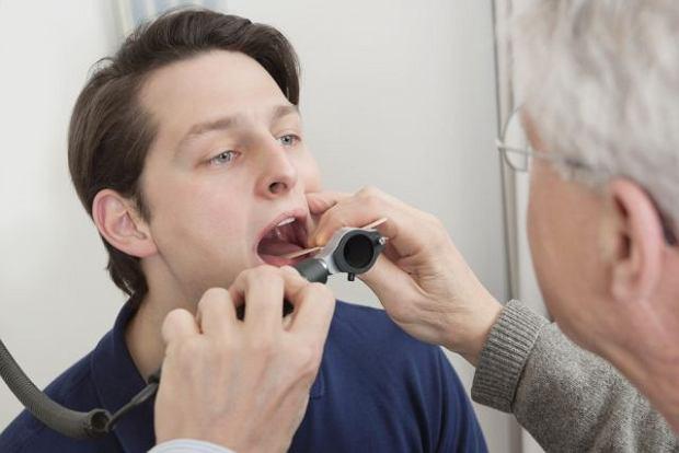 Przerost migdałków u dorosłych to problem? Laryngolog wyjaśnia