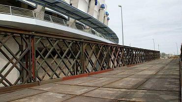 Most nad fosą obok Stadionu Miejskiego w Poznaniu