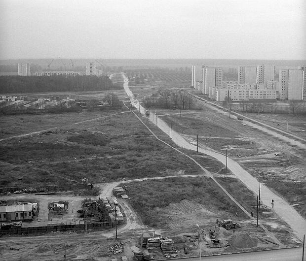 PHOTO: POLFILM-PHOTO / EAST NEWS  POCZATEK BUDOWY METRA W WARSZAWIE.  URSYNOW - KABATY. 1983 R. PIERWSZA LINIA.  Poland. Warsaw. 1983. Start of construction of subway (Warsaw Metro). First line. SLOWA KLUCZOWE: WARSZAWA WARSAW METRO SUBWAY 1983 FIRST LINE POCZATEK BUDOWA URSYNOW KABATY CZARNO-BIALE BLACK AND WHITE CZB CZ-B START CONSTRUCTION