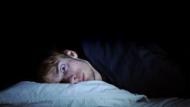 Bezsenność niekoniecznie oznacza całkowite pozbawienie snu