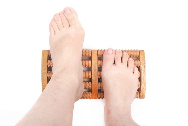 Czy zmiany w stopach, takie jak np. płaskostopie, można usunąć stosując masaż?
