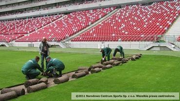 Wymiana murawy na Stadionie Narodowym w maju 2012 r.