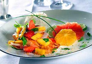 Łosoś curry z salsą owocową