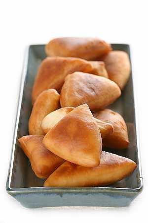 Mandazi (drożdżowe ciastka z mlekiem kokosowym)