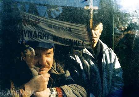 Wiec w obronie Stoczni Gdańskiej, połączony ze zbiórką pieniędzy na spłatę jej zadłużenia. Gdańsk, 18 marca 1997 r.