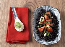 Czarna fasola z marynowanymi pomidorami - ugotuj