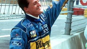 13 listopada 1994 roku. Michael Schumacher właśnie zakończył wyścig o GP Australii kraksą z Brytyjczykiem Damonem Hillem. Cieszy się jednak, bo wynik wyścigu oznacza, że właśnie zdobył pierwszy tytuł mistrza świata