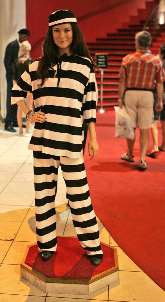 Lindsay Lohan wczoraj usłyszała wyrok 90 dni więzienia. Po ogłoszeniu płakała. Dopiero w kilka godzin po zakończeniu procesu fotografowie zauważyli napis na paznokciu aktorki.
