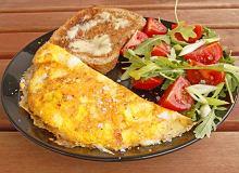 Omlet z brokułami i pieczarkami - ugotuj