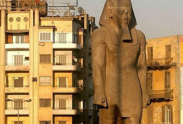 Posąg Ramzesa II w Kairze (fot. AP)