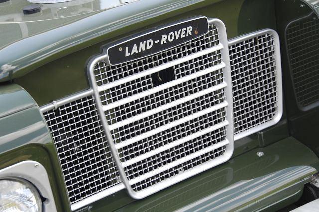 Land Rover Defender - ten grill rozpoznawany jest na całym świecie