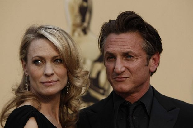 "Sean Penn, nominated for an Oscar for best actor in a leading role for his work in ""Milk,"" and his wife Robin Wright Penn arrive for the 81st Academy Awards Sunday, Feb. 22, 2009, in the Hollywood section of Los Angeles. (AP Photo/Matt Sayles)"