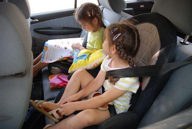 Dzieci w samochodzie