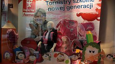Tornistry, plecaki, piórniki na wystawie Smyka - modne i różowe
