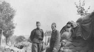 Polscy żołnierze we wrześniu 1939 r. przy barykadzie na Saskiej Kępie