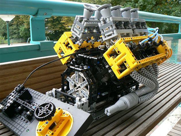 Silnik V8 z klocków LEGO