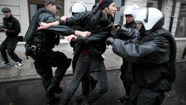Policja rozbija antyfaszystowską demonstrację