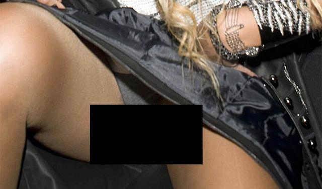 Jesteśmy przekonani, że Beyonce wcale nie musi zwracać na siebie uwagi w tak tani sposób jak m.in. Paris Hilton i to, co jej się przytrafiło, było po prostu nieumyślną wpadką. Na imprezie w jednym z londyńskich klubów Beyonce pojawiła się w ultrakrótkiej sukience, która od samego początku sprawiała jej problemy...