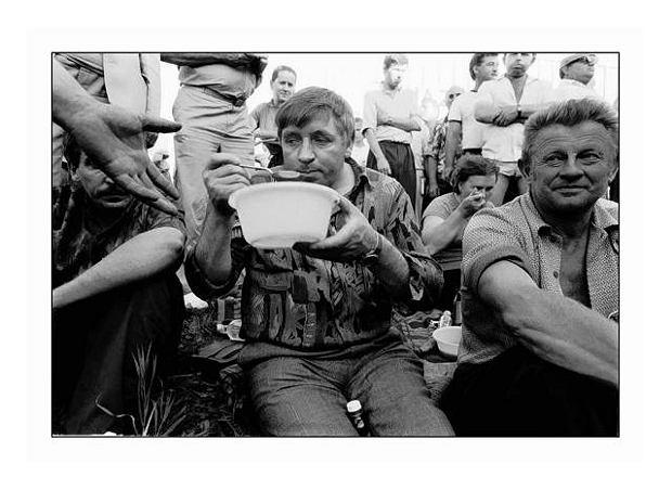 Samoobrona blokuje drogę katowicką. Na zdjęciu m.in. Andrzej Lepper