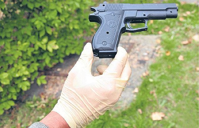 Pistolet - zabawka użyty w jednym z poprzednich napadów na bank