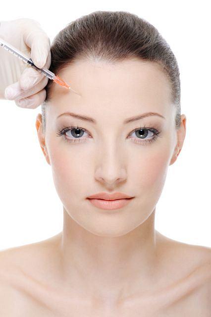 Zabieg jest idealny dla osób chcących podkreślić wyraźnie kontury twarzy.