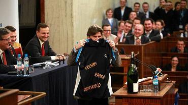Palikot z koszulką ''Kocham Radka Sikorskiego, wygra Bronisław Komorowski''