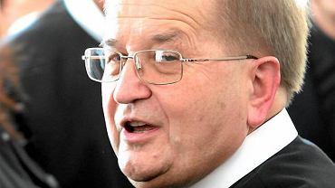 Ojciec Tadeusz Rydzyk odpiera zarzuty o bogactwie Kościoła